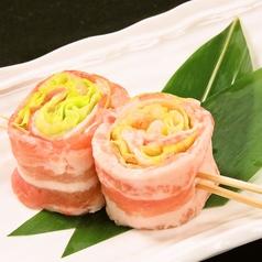 料理メニュー写真レタス豚巻き串