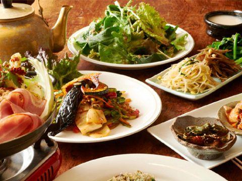 身体に優しい旬の野菜をたっぷりと使った美味しい韓国料理を食べて飲んで綺麗になる…