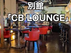 【今泉バルのラウンジ個室】オシャレなシェルフで囲まれたソファー席。女子会や合コンに人気です。