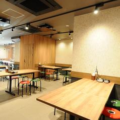 京都餃子と0秒サワー 餃子酒場ROOKIE 西九条店の雰囲気1