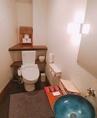 お手洗いは1階、2階とございます。広々とした作りです。