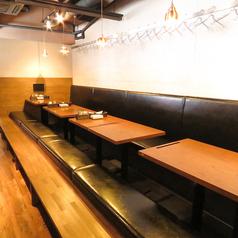 お座敷の掘りごたつ席は、当店一押しの料理を和の雰囲気を味わいながらご満喫いただける空間となっております!会社の宴会や同窓会などから、ちょっとした飲み会にまでオススメです。ゆっくり、ゆったりとお過ごしください。