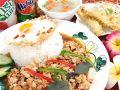 料理メニュー写真パッガパオ・ラートカーオ(バジルチリ炒めのっけご飯)(タイ)