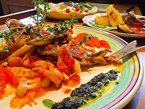 こだわりの産直のオーガニック野菜と旬の食材を使った美味しい創作料理が食べられる。