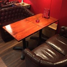 ゆったり座れるお席もございます!お食事などお楽しみくださいませ。