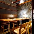 【テーブル席】2名様~8名様までご利用可!温かみのある広めのお席。美味しいお料理と美味しいお酒を楽しみながら素敵なお時間をお過ごしください。