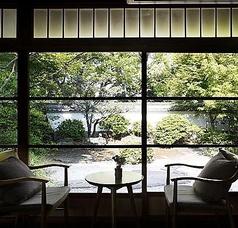 汎太平洋博覧会(昭和12年)の迎賓館を移築した歴史的建造物を眺めながら優雅なひと時を…