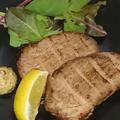 料理メニュー写真燻製豚肩ロースのグリル ~粒マスタードとレモンで~