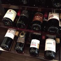 ■店内中央にはワインセラーが★