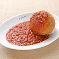 料理メニュー写真シチリア風ライスコロッケ ミートソースかけ