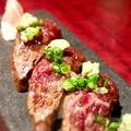料理メニュー写真和牛炙り寿し(三貫)