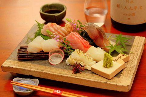 【厳選】刺身とこだわりの日本酒!最強の組合せを楽しむ、雰囲気満点の新宿のお店3選