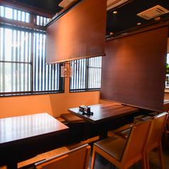 1階テーブル席 パーテションを設置