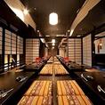 【最大90名様まで宴会個室完備】札幌駅北口から徒歩30秒の居酒屋日本一別宴邸では、ふすまで仕切られた最大90名まで入れる個室を完備。ゆったり足が伸ばせる掘りごたつ席となっており和のぬくもりある店内で各種宴会をお楽しみ頂けます!75名様から貸切も承っておりますので、お気軽にご相談ください。