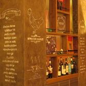 壁面に描かれたイラストがおしゃれな雰囲気を演出しています。