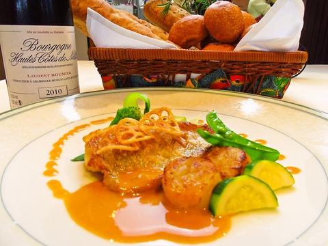 すべて手作りオリジナルメニューのフランス創作料理が堪能できる、おしゃれなお店。