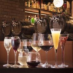 横浜らしい雰囲気の中でビストロ風洋食& 生ビール 、 ハイボール 、 生ワイン をどうぞ!