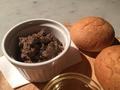 料理メニュー写真自家製鶏レバーペーストと焼き立てパン