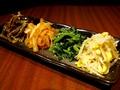 料理メニュー写真【サイドメニュー ナムル】4種盛り(豆もやし・センマイ・ホウレンソウ・ダイコン)