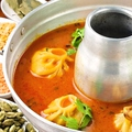料理メニュー写真手作り皮で包むもちもち蒸し餃子/蒸し餃子スープ