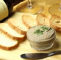料理メニュー写真レバパテ メルバトースト添え
