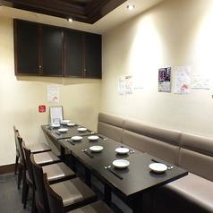 4名様用テーブル席♪【2~8名様】など人数に合わせてご予約可能◎広々としたテーブル席もあります!!ガールズトークも盛り上がっちゃうこと間違いなし!!女性同士やデートにおすすめ。◆女子会コース☆料理6品+3H飲放付!2980円~◆3500円女子会コースはスパークリングワインプレゼント♪