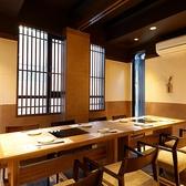 8名様までのテーブル個室。広々とした空間なので長時間の飲み会でものんびりとお愉しみ頂けます。厳選した銘酒で乾杯を。楽しいひと時を存分に味わいください。
