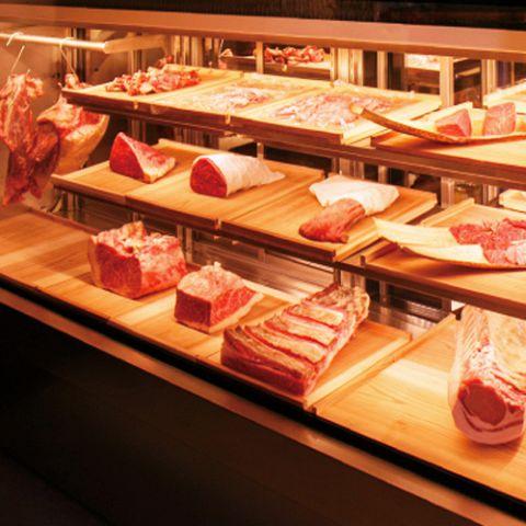 契約精肉店との協力により、上質な食肉を仕入れることに成功しました。野菜は産地直送のもの等、色や鮮度にこだわって使用しています。