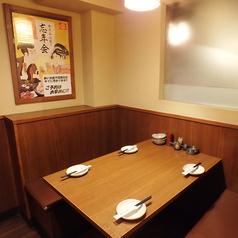 ゆったり過ごせる使い勝手がいいソファー席は、お子様連れのママ会やお友達同士の飲み会に◎価格もお手頃で利用しやすい雰囲気の店内は広い世代のお客様に愛されております。飲み放題付きコースは3000円~5000円までご用意。個室席やカウンター席、お料理は定番の和食から季節の酒肴まで♪お気軽に鳥メロをご利用下さい
