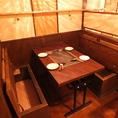 1階テーブル席はお荷物をイスの下に収納可能!大型テレビもあります!!
