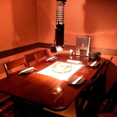 2名様~6名様まで可。カーテンあり、半個室のテーブル席です。