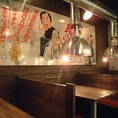 【昭和レトロな空間で絶品焼肉に舌鼓♪】懐かしいレトロな看板に囲まれる空間を楽しみながら絶品のお肉をお楽しみいただけます!ご家族やご友人とのお食事、会社の飲み会など様々なシーンにぜひご利用ください!30名様まで利用可能な個室もご用意しています。