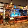 船上レストランをイメージしたオーシャン・ファターレの目印ともなるバーカウンター♪デートや1人飲みに最適★