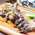 料理メニュー写真骨付き地鶏の炭火焼き