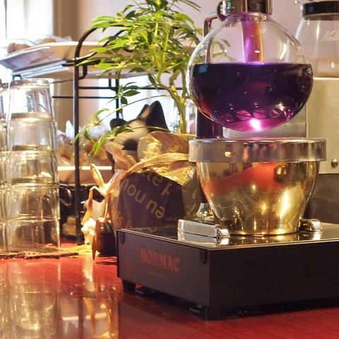 気軽に入れるカフェ&バー♪カフェ、ランチ、宴会、様々なシーンに対応します☆