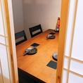 個室居酒屋ふじ野にある唯一のテーブル席の個室です。こちらの個室は2~4名様までご利用可能です!ふすまで完全個室になるので周りを気にせずにゆっくりお過ごしいただけます◎席が埋まってしまう場合が多いのでご来店の際はぜひご予約下さい♪