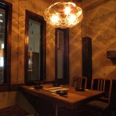 窓際個室はデートや女子会に。