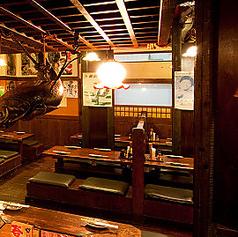 4名様までご着席頂けるテーブル席です。タイムスリップしたかのような空間になんだか昭和を知らずとも楽しい気分にさせてくれます♪