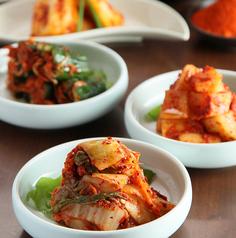 料理メニュー写真●白菜キムチ ●白菜ニンニクキムチ ●カクテキ ●オイキムチ ●キムチ3種盛り