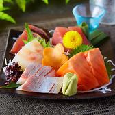素材の味を十分味わっていただけるような料理をぜひ一度食べてみてください。季節を感じられるお造りを是非皆様でご賞味ください。