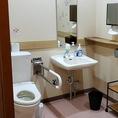ゆったり広々したトイレをご用意しておりますので、小さなお子様のいらっしゃるご家族でのお食事利用も一安心!