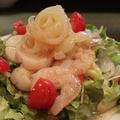 料理メニュー写真海老とホタテとクラゲのサラダ