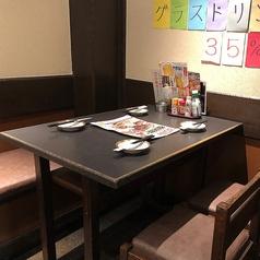 4名様用テーブル席は仕事帰りの飲み会などにぴったり♪