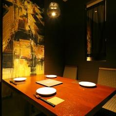 テーブルタイプと座敷タイプの個室がございます。シーン人数に合わせてご準備させていただきます。雰囲気のいいお店でご寛ぎください。