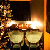 和を基調とした、優しく灯る間接照明が印象的な個室席はご接待のご利用にも最適。こだわりの空間で厳選された食材を使用した逸品料理をご堪能ください。