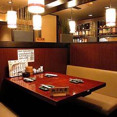 小さいお子様連れのお客様に安心なテーブル席☆広くお使いいただけるのでごゆっくり素敵なお時間をお過ごしくださいませ。合コンやデートなどにも最適なお席になっております!新宿で居酒屋をお探しなら、焼き鳥が自慢のはじめ屋へお越しくださいませ☆