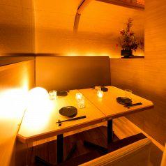 錦糸町駅徒歩1分!黒を基調とした店内は落ち着きのある造りとなっております。間接照明が照らす情緒あふれる個室席で時間を忘れてゆっくりとお寛ぎいください。