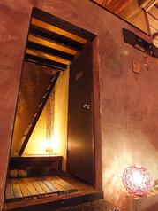 階段を登ると怪しげな半個室が・・・2名様対応。