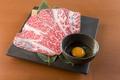 料理メニュー写真【極上肉と卵】 和牛ブリスケの溶岩炙り焼き(すき焼き風)