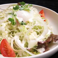 温泉卵のシーザーサラダ